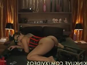 Asian Slut Masturbates Live
