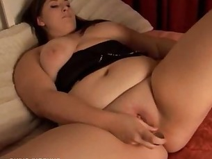 Cute_and_cuddly_chubby_amateur