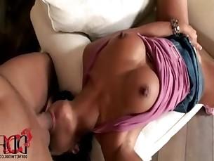 Asian babe in high heels Jade Sin enjoys sucking on a cock